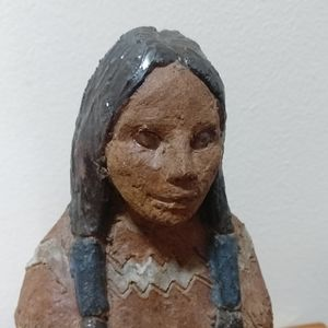 Hand made clay figurine First Nations Accents - 🇨🇦 Artist figurine of a First Nations woman